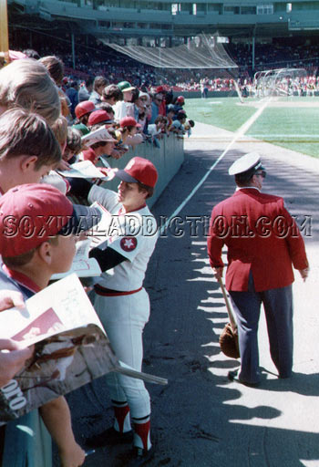 carlton fisk, fenway park, boston red sox, bosox, sox fans, fenway, green monster, autographs, 1975 world series, game six, game 6
